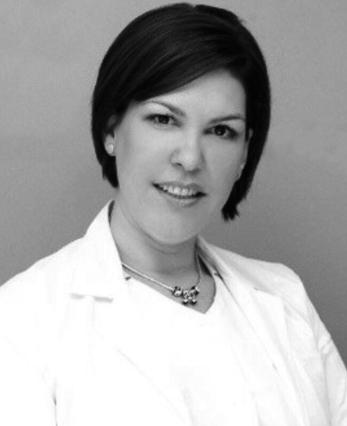 Karina Castro - Especialista en Prostodoncia, Endodoncia e implantología