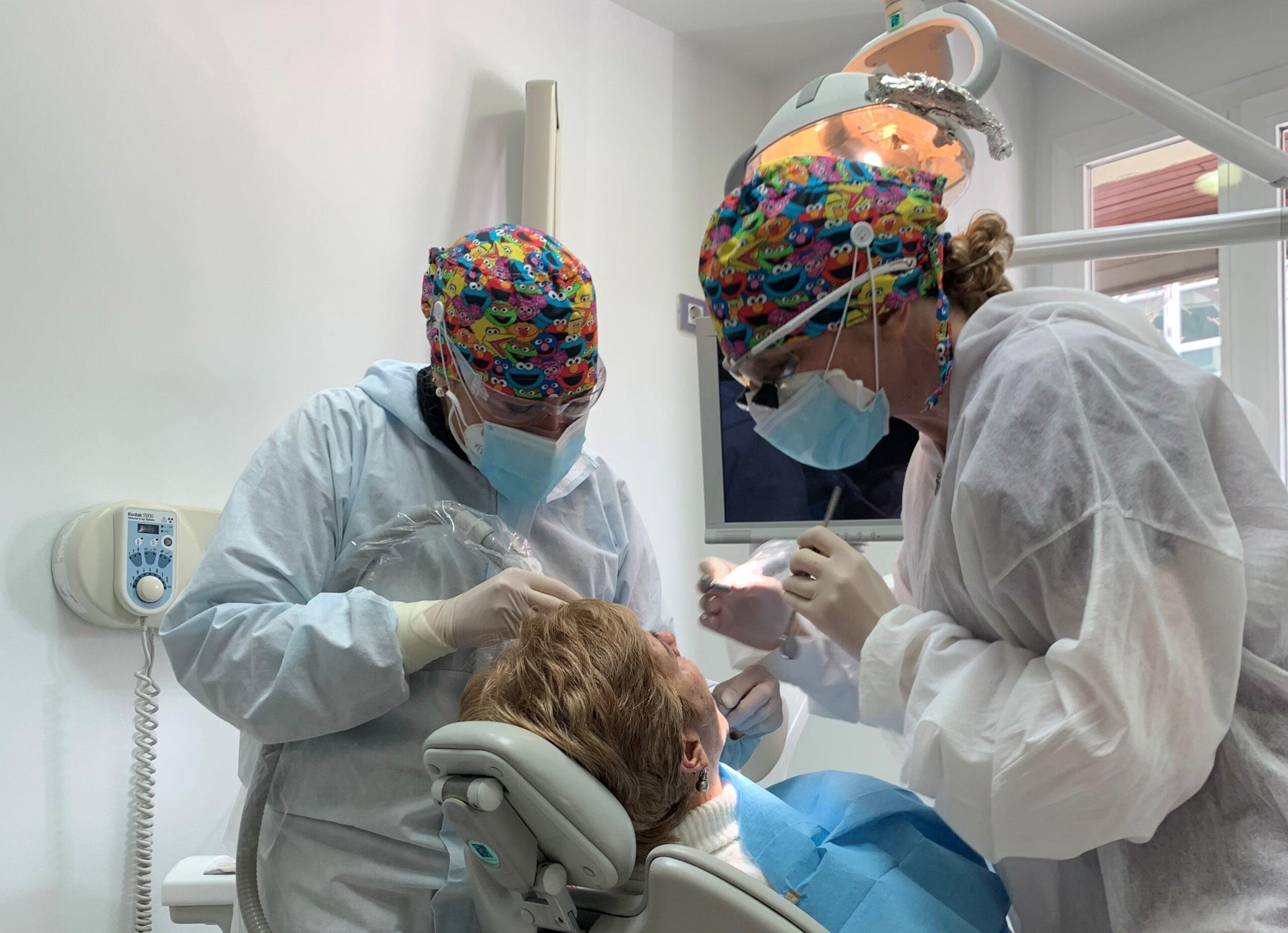 ¿Qué debes saber sobre tus implantes dentales?